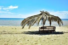 Solig dag på kusten av det Aegean havet Arkivbilder