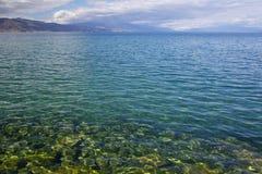 Solig dag på kusten av sjön Ohrid Arkivfoton