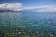 Solig dag på kusten av sjön Ohrid Royaltyfri Foto