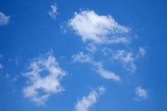 Solig dag solsken, blåa himlar, Arkivbilder