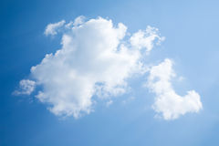 Solig dag solsken, blåa himlar, Royaltyfria Bilder