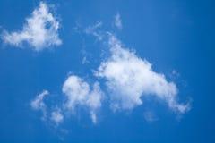 Solig dag solsken, blåa himlar, Royaltyfri Fotografi