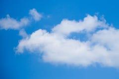 Solig dag solsken, blåa himlar, Arkivfoton