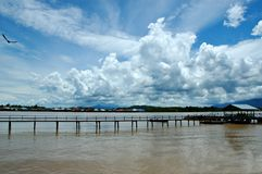 solig härlig sky arkivfoton