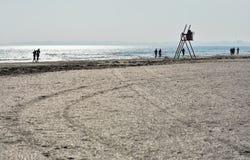 Solig höstmorgon på kusten av Blacket Sea på den Navodari stranden arkivbild