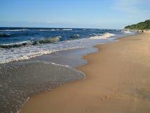 Solig havsstrand Arkivfoton