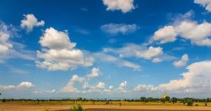 Solig himmel i Mandalay, Myanmar Arkivfoton