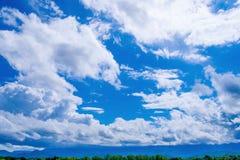 Solig himmel och moln Royaltyfri Bild