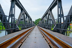 solig järnväg för liggande för brostadsdag Royaltyfri Foto