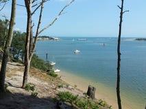 Solig kust och strand royaltyfria foton