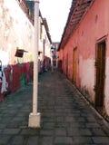 Solig kyrka av den Tlacotalpan staden i Central America Arkivbild