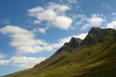 solig majestätisk bergskedja för dag Arkivbild