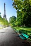 Solig morgon och Eiffeltorn, Paris, Frankrike Royaltyfri Foto