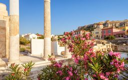 Solig sikt av arkivet av Hadrian, Aten, Grekland royaltyfria foton