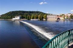 Solig sommardag i mitten av Prague Royaltyfria Bilder