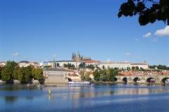 Solig sommardag i mitten av Prague Royaltyfri Bild
