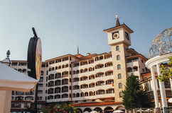SOLIG STRAND, BULGARIEN - AUGUSTI 29, 2015: Asiatisk stil Helena Hotel i solig strand Royaltyfria Foton
