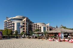 SOLIG STRAND, BULGARIEN - September 8, 2017: Populär sommarsemesterort nära Burgas, Bulgarien - sikt av stranden i sommar, nära h Royaltyfri Bild