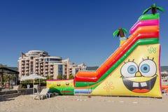 SOLIG STRAND, BULGARIEN - September 8, 2017: SemesterortSunny Beach Bulgaria sikt av stranden i sommar Sikt av hotellet Festa M Royaltyfri Fotografi