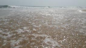 Solig strand i den Sri Lanka Arugambay stranden royaltyfria bilder