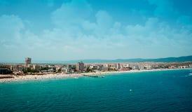 Solig strandsemesterort i Bulgarien Royaltyfri Bild