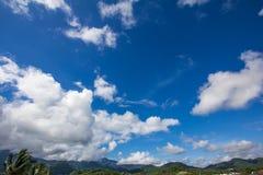 Soliga och klara himlar Fotografering för Bildbyråer