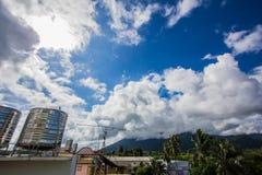 Soliga och klara himlar Arkivfoton