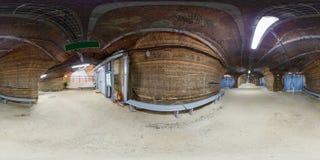 SOLIGORSK, BELARUS - SEPTEMBRE 2013 : plein panorama sphérique sans couture de 360 degrés intérieur dans la spéléologie d'hôpital photos libres de droits