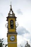 soligt gammalt abstrakt begrepp i bel för Italien vägg och för kyrkligt torn Arkivfoto
