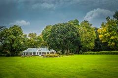 Soligt irländskt växthus Royaltyfri Foto