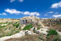 Soligt landskap av den norr delen av den Gozo ön på Malta Royaltyfri Bild