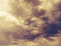 Soligt molnigt regnigt väder kyler Arkivfoto