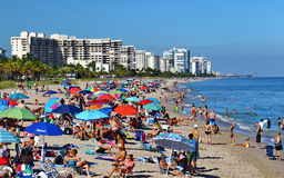 Soligt väder på stranden i Lauderdale vid havet Arkivbild