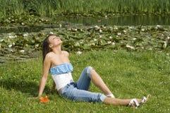 soligt vatten för daglilja Fotografering för Bildbyråer