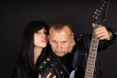 Solist och gitarrist med hans gitarr royaltyfri bild