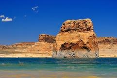 Solitaire rots in het midden van Meer Powell Stock Afbeeldingen