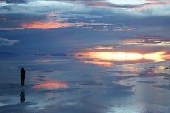 Solitude sur les saltflats boliviens Photo stock