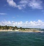 Solitudine della spiaggia dell'isola dei Caraibi Fotografia Stock Libera da Diritti