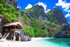 Solitudine tropicale - spiagge sabbiose bianche di Filippine, EL Nido fotografia stock libera da diritti