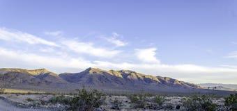 Sollöneförhöjningar över den Searles dalen Califronia Arkivbild