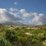 Soller (Mallorca) con i suoi giardini arancioni Immagini Stock Libere da Diritti