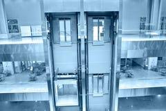 Ascensori nell'edificio per uffici Immagine Stock Libera da Diritti