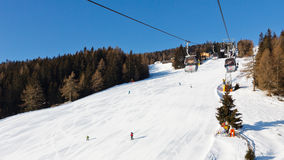 Sollevamento di sci della gondola nel Tirolo del sud Fotografia Stock