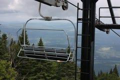 Sollevamento di sci in fuori stagione. Fotografia Stock