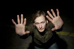 Sollevando le mani su Fotografie Stock