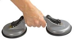 Sollevatore doppio di aspirazione della tazza in mani femminili Fotografia Stock Libera da Diritti