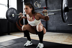 Sollevatore pesi femminile ostinato Immagini Stock Libere da Diritti