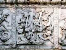 Sollievi bassi della parete del tempio della Tailandia, Ayutthaya, sculture degli stranieri, dei Fotografia Stock Libera da Diritti