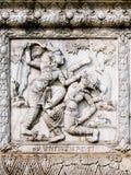 Sollievi bassi della parete del tempio della Tailandia, Ayutthaya, sculture degli stranieri, dei Immagine Stock
