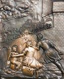 Sollievo bronzeo sulla base della statua di John Nepomuk Fotografia Stock Libera da Diritti